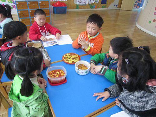 新桥中心幼儿园开展美食节活动