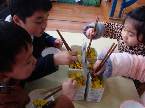 培养中班幼儿正确使用筷子的研究的结题报告