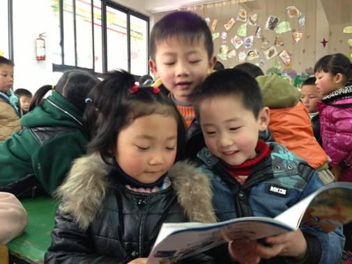 """4月23日是世界读书日,为了提高幼儿的阅读兴趣,培养良好的阅读习惯,营造""""书香校园"""",大公镇中心幼儿园中班年级组进行了""""图书漂流""""活动。"""