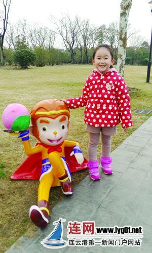 扬州景区的卡通猴