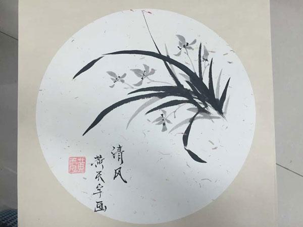 鲜艳绮丽;包芸川,王晓荷同学的书法作品,一气呵成,笔画遒劲有力,颇有