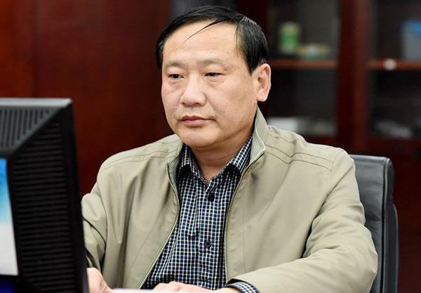 郭�zg$��m9k�ybcyd#��i��a_扬州 > 正文       市城管局副局长 郭家驯   梦工场(网友):有些城郊